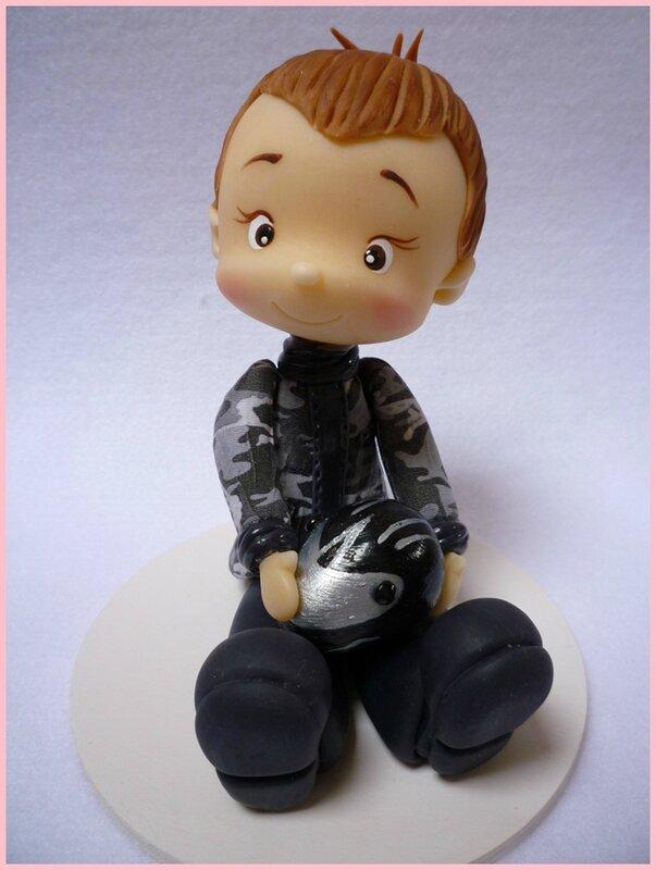 Petit garçon en porcelaine froide