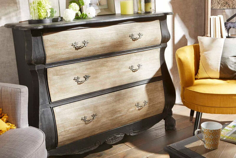 commode baroque noire ancienne