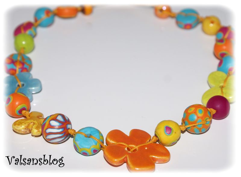 collier multicolore 2 avril 2010 006