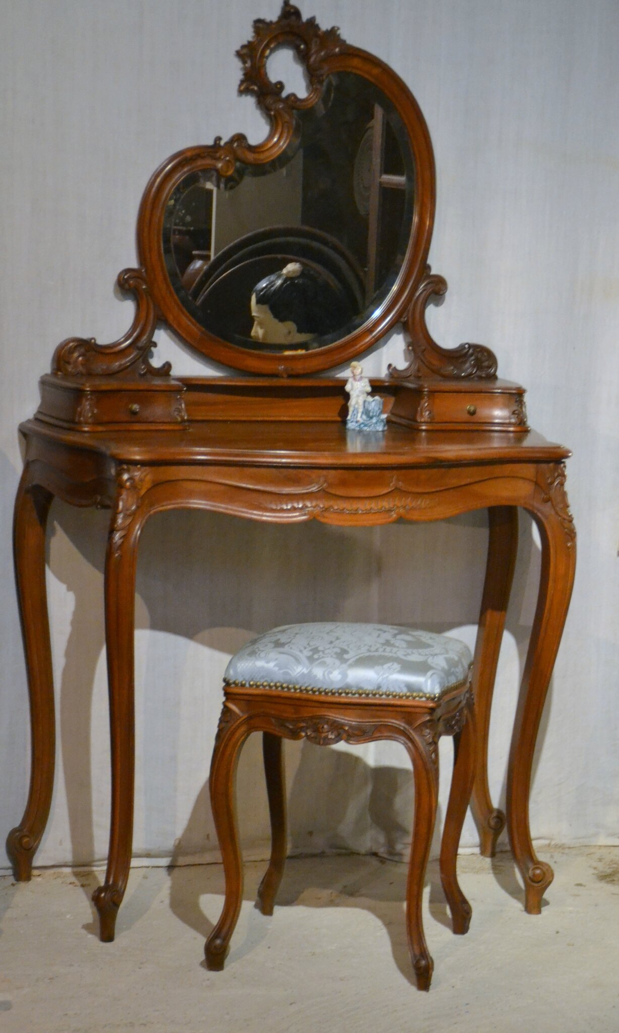 coiffeuse ancienne de style louis xv la broc du chat noir boutique. Black Bedroom Furniture Sets. Home Design Ideas