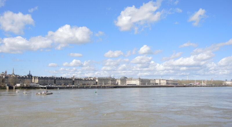 Bordeaux, pont de pierre, vue sur les quais et nuages (33)