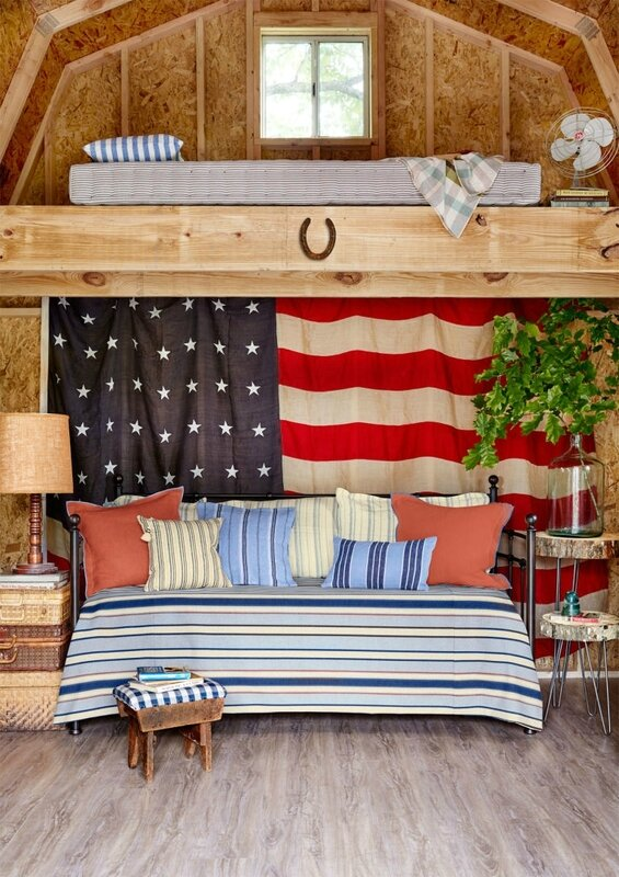 Charming-patriotic-she-shed-design-loft-bed