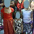 jolies demoiselles fières des tenues réalisées par leurs mamans