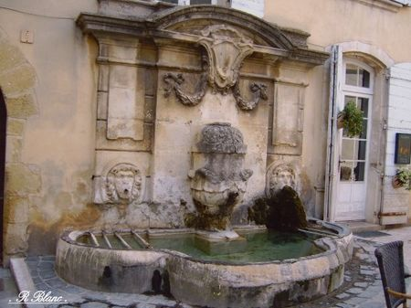 fontaines_lourmarin_france_0000000
