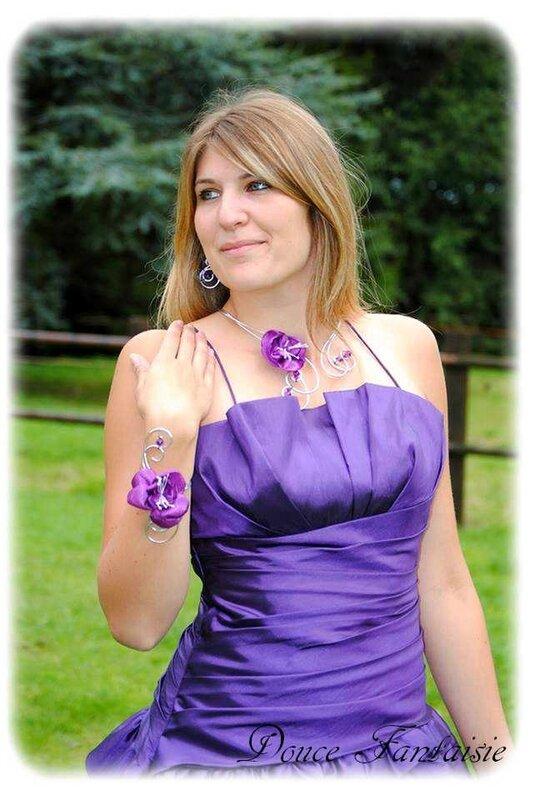 Collier violet blanc fil aluminium mariage
