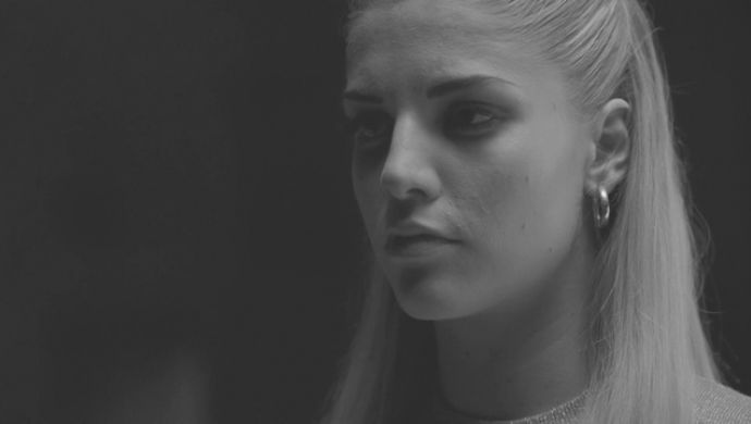 London-Grammar-Wasting-My-Young-Years-by-Bison3