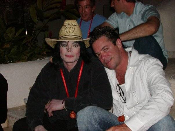 Michael-in-Mexico-Acapulco-michael-jackson-21407210-604-453