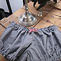 Culotte BIANCA en coton gris à pois tête d'épingle blancs - noeud rose et beige (5)