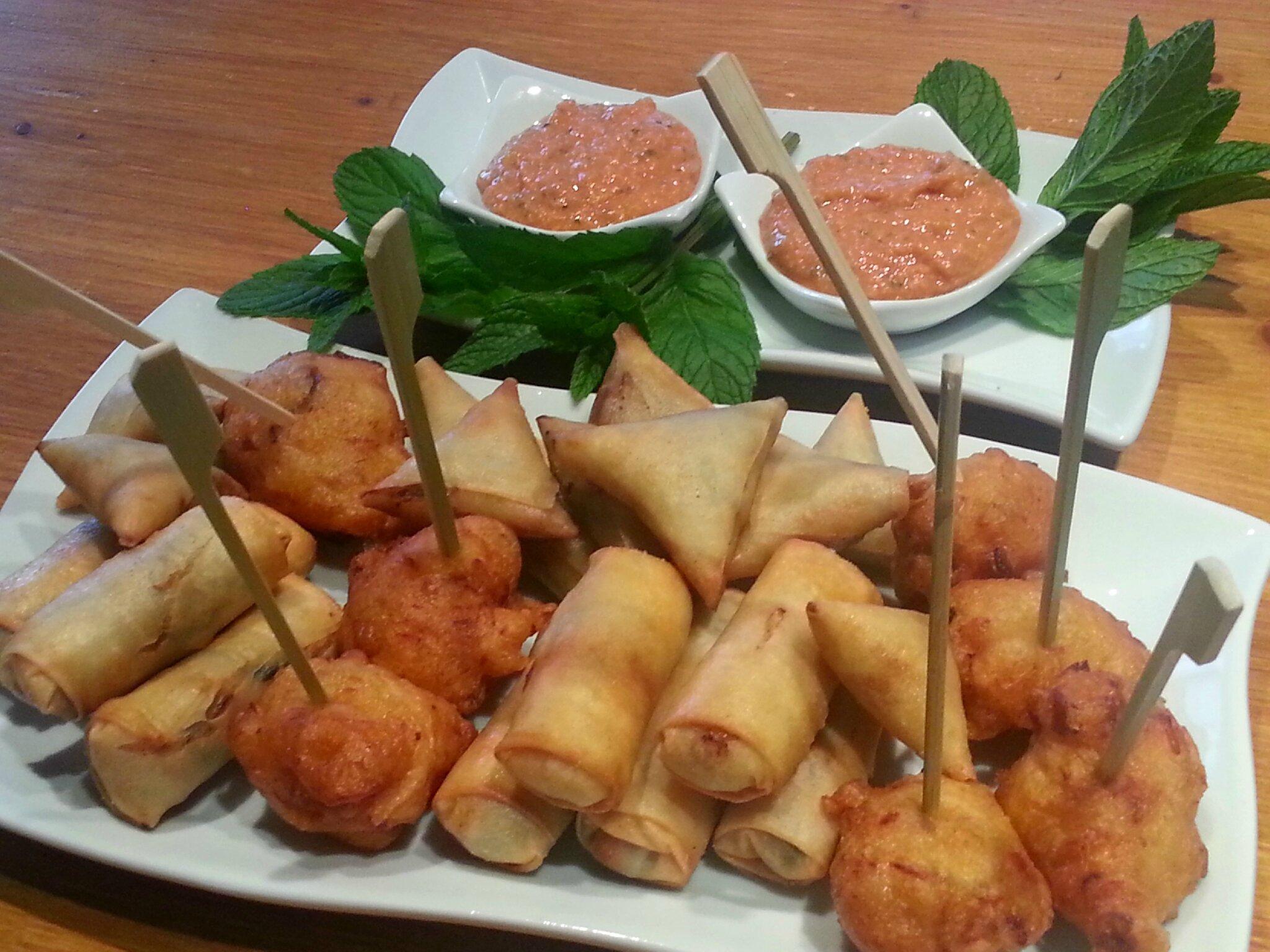assiette apéro des îles, nems, acras et sambos