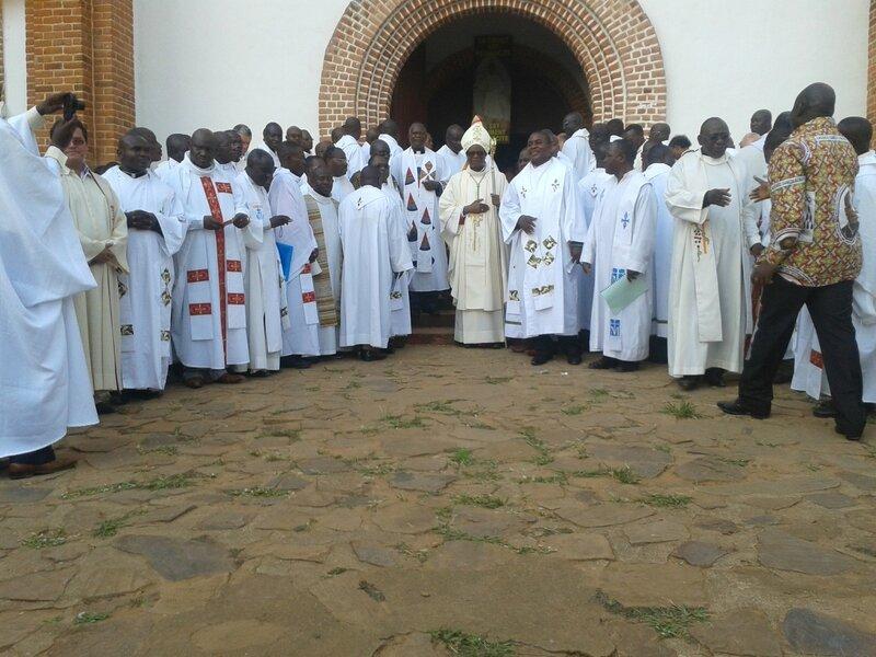 Mgr Lubamba et le clergé du diocèse de Kasongo
